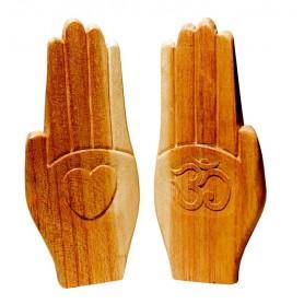 """""""Betende Hand"""" mit Herz und Om Holz natur 15cm"""
